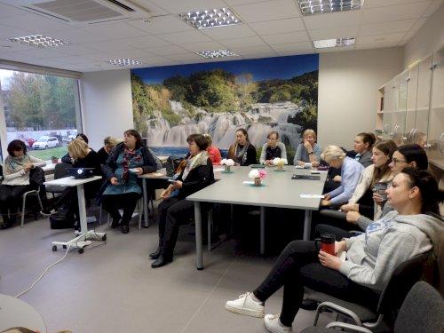 Kauno kurčiųjų reabilitacijos centro vadovas Kauno savivaldybėje pristatė pranešimą apie centro veiklas, supažindino su teikiamomis paslaugomis