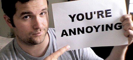 Charlie Swinbourne: 10 girdinčiųjų įpročių, kurie erzina
